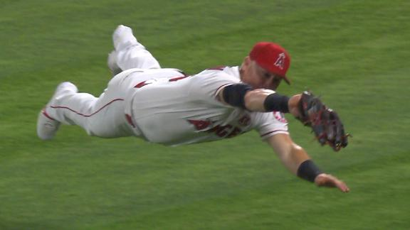 Calhoun goes full extension to make diving catch