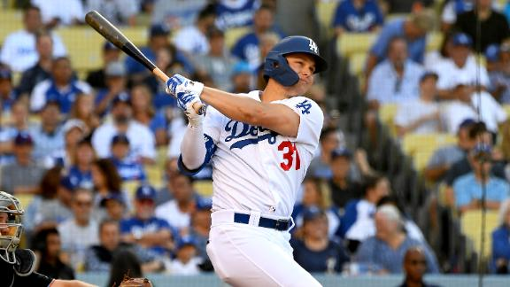 Dodgers flash power with 3-HR night