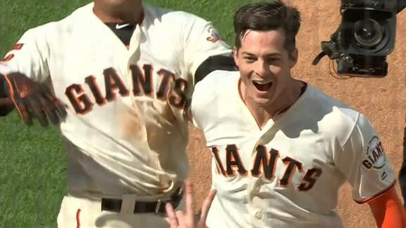 Yastrzemski homers to give Giants walk-off win in 12