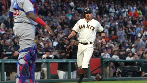 Giants score 3 in the 8th for comeback win