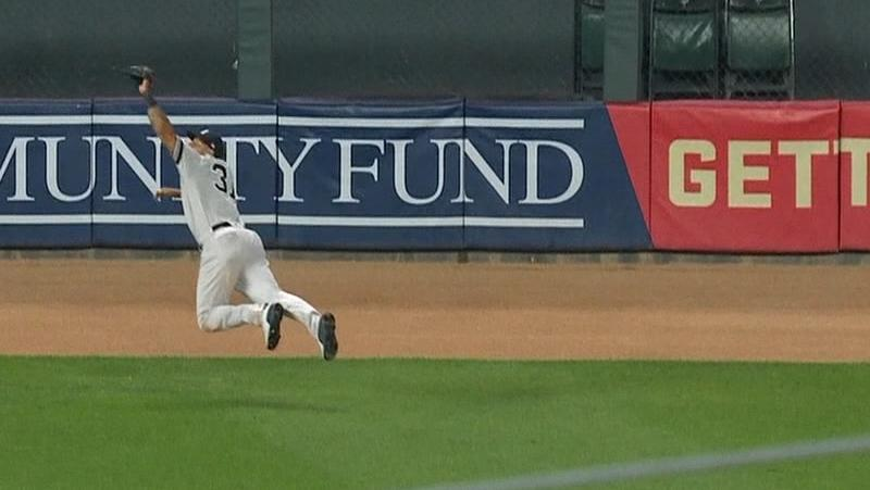 Hicks' diving catch seals Yanks' wild win in Twin Cities