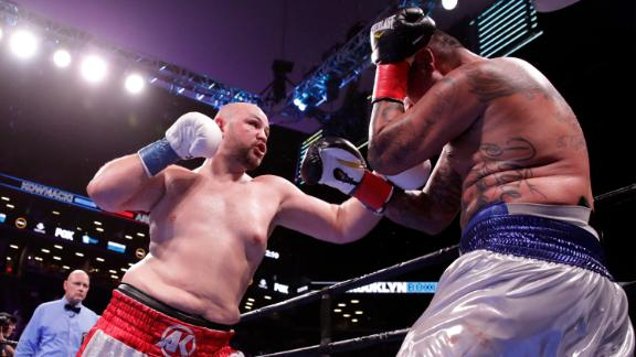 Kownacki and Arreola slug it out at the end of Round 1
