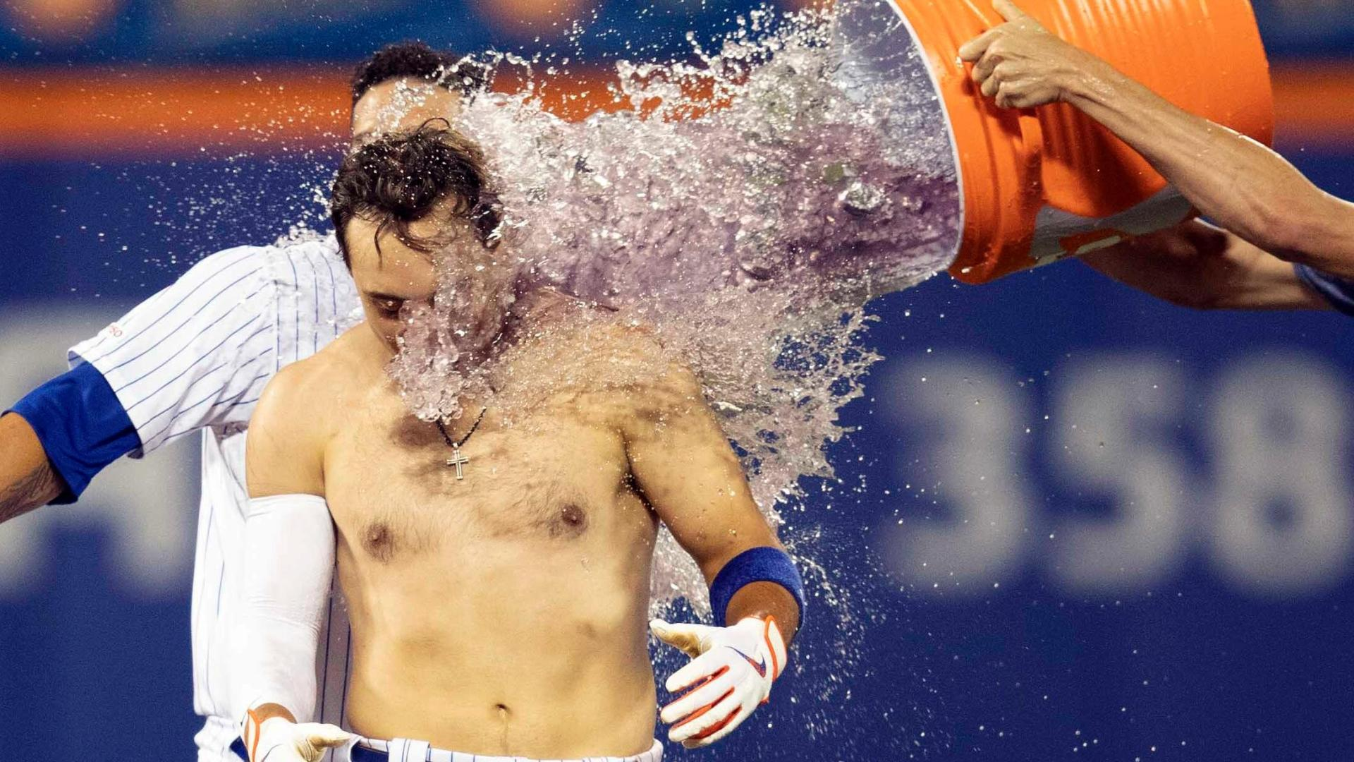huge discount f9afd 0d307 Conforto loses shirt as streaking Mets win 7th | abc7ny.com
