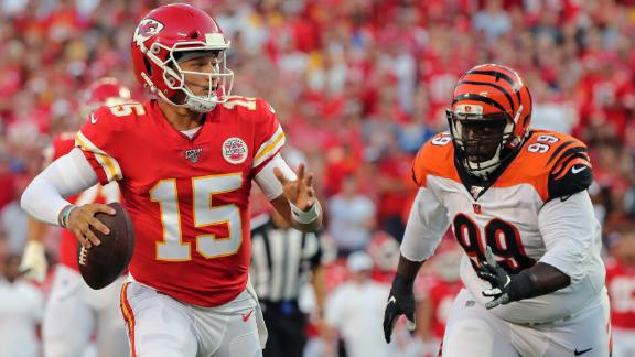 Mahomes carves up Bengals on opening drive