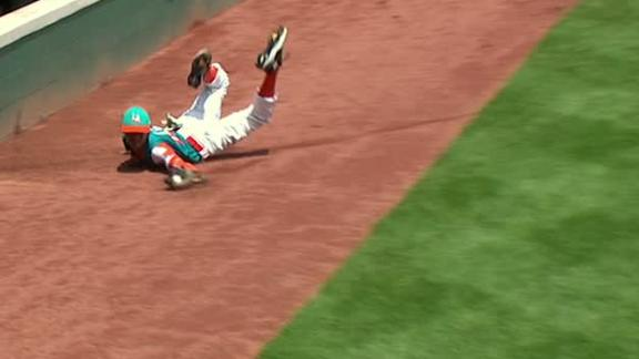 Venezuela little leaguer makes incredible diving catch