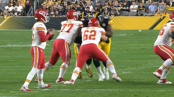 Mahomes uses his legs to pick up the 1st down