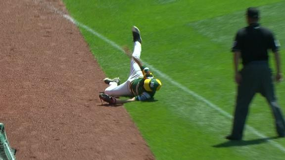 Minnesota's Squier makes insane catch