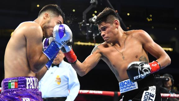 Navarrete dominates De Vaca, defends title