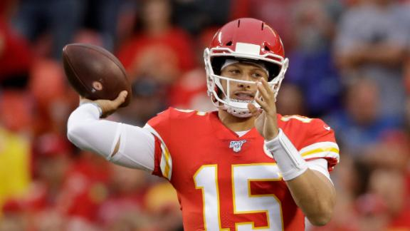 Mahomes, Damien Williams connect for 62-yard TD