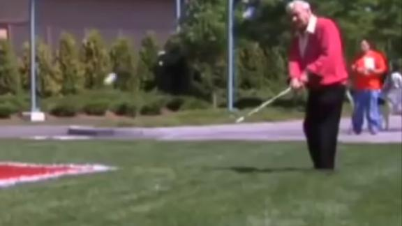 Arnold Palmer sinks the chip shot at ESPN