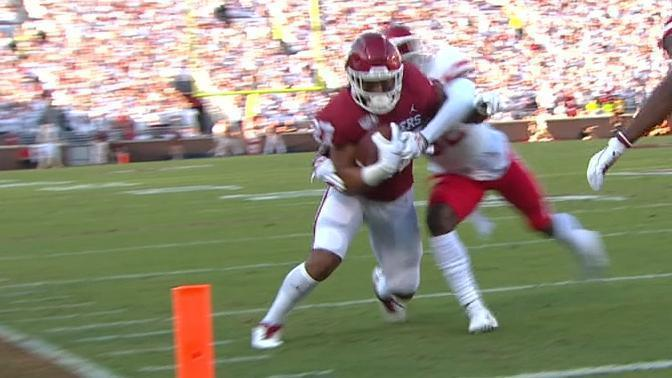 Hurts connects with Hall for early Oklahoma TD