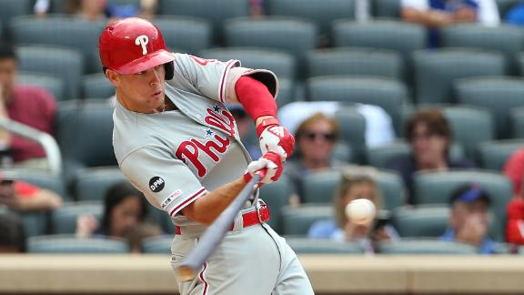 Kingery's homer adds to Phils' lead
