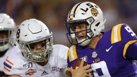 Burrow comes alive for another LSU win