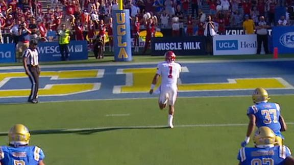 Hurts uses legs for Oklahoma TD