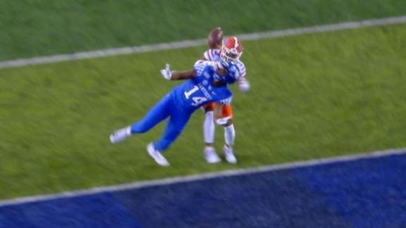Wagner makes incredible one-handed TD grab for Kentucky