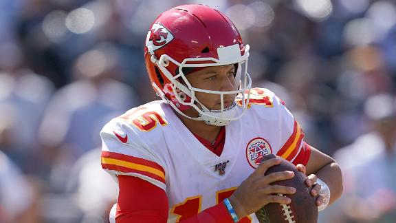 Mahomes throws 4 TD passes in the 2nd
