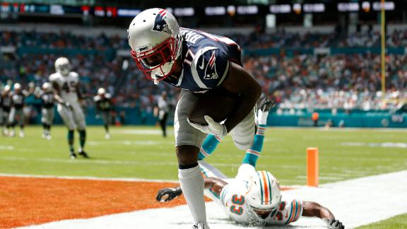 Brown debuts for Pats with 4 catches, TD