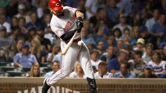 Suarez's HR makes MLB history