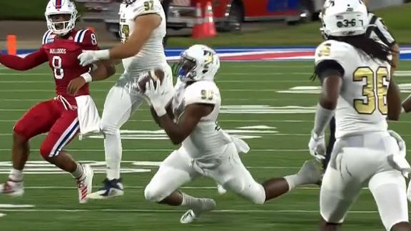 LA Tech's Smith throws unlikely INT off lineman's foot