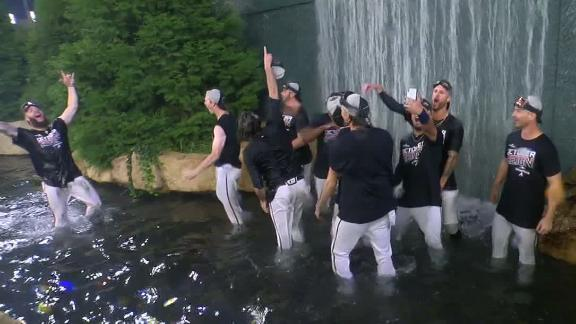Braves jump into water to celebrate division title