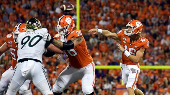 Clemson dominates 1st half in win vs. Charlotte
