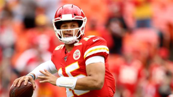 Mahomes throws for 3 TDs in big win for Chiefs