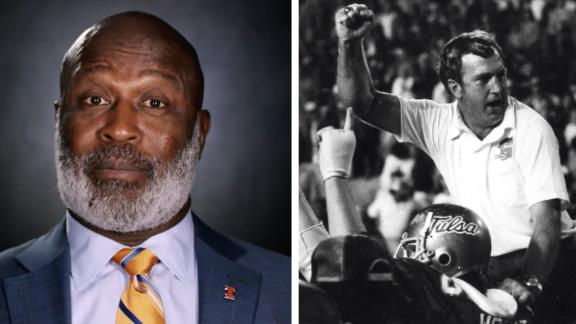 Lovie Smith develops bond with his college football coach