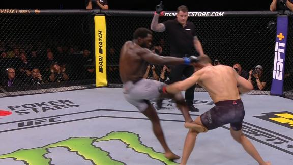 Cannonier attacks Hermansson's legs to end first round