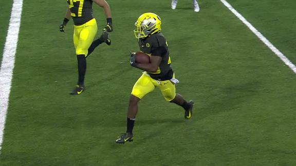 Oregon scores on slick fake pass