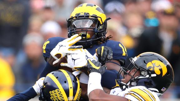 Stanley throws 3 INTs in Iowa's loss to Michigan