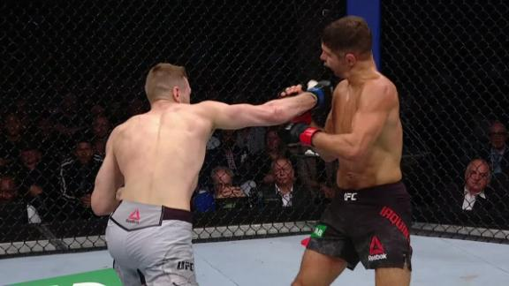 Hooker drops Iaquinta with right hook
