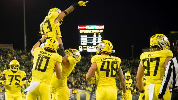 Oregon hangs 45 points in rout of Colorado