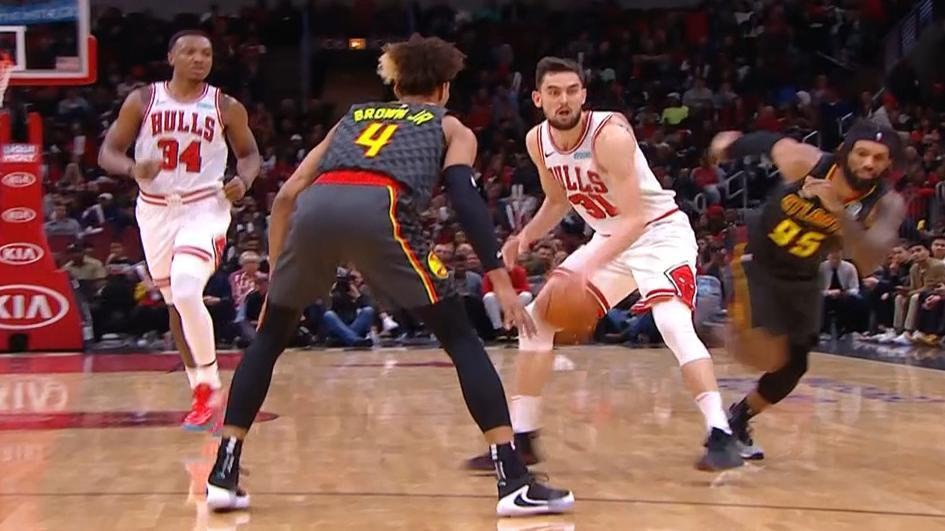 Satoransky nutmegs defender to set up assist to LaVine