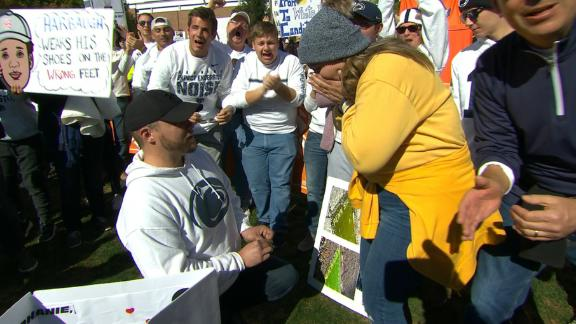 Penn State fan, Michigan fan get engaged on College GameDay