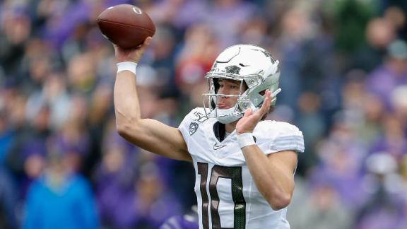 Herbert leads Oregon to comeback win over Washington