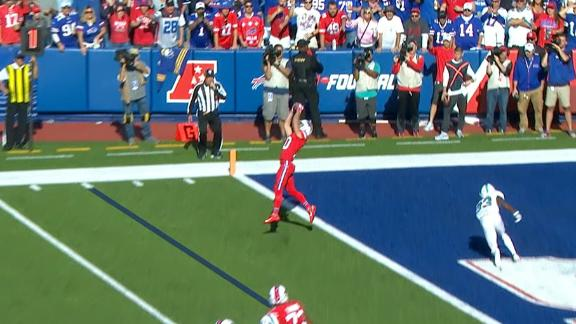 Beasley extends lead with 4-yd TD reception