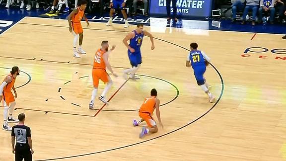 Murray drops Booker, hits jumper