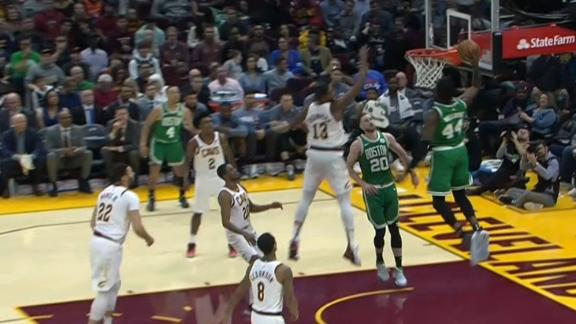 Hayward sets up Williams for a pair of dunks