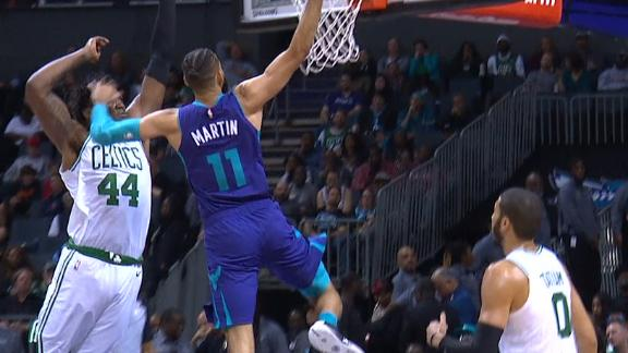 Cody Martin posterizes Williams