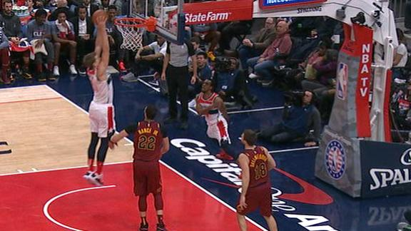 Smith loops wraparound pass to Wagner for slam