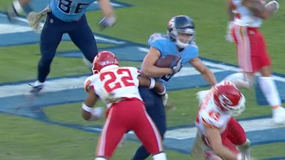 Tannehill finds Humphries to give Titans late lead