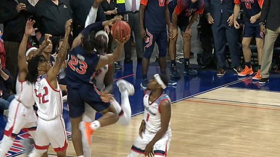 Auburn survives on last-second shot