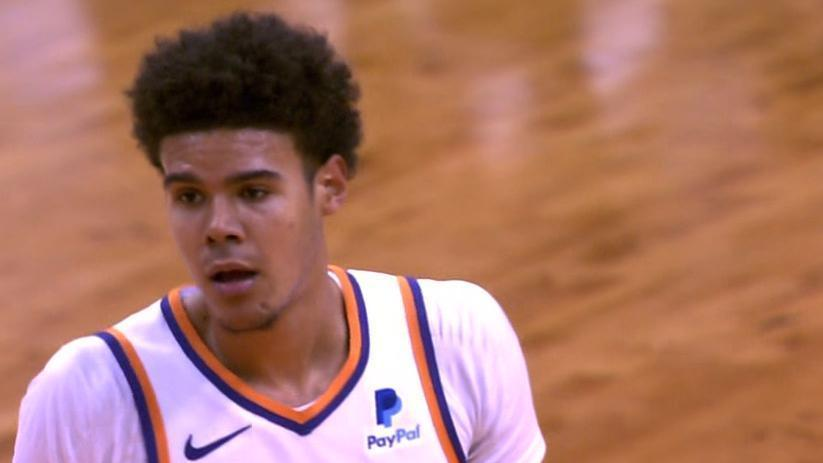 Booker's no-look, wrap-around pass finds Johnson for a 3-pointer