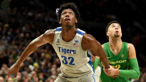 Wiseman scores 14 as Memphis falls to Oregon