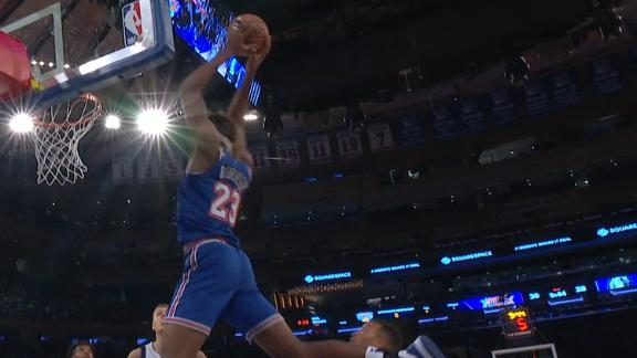 Smith Jr. feeds Robinson on the alley-oop