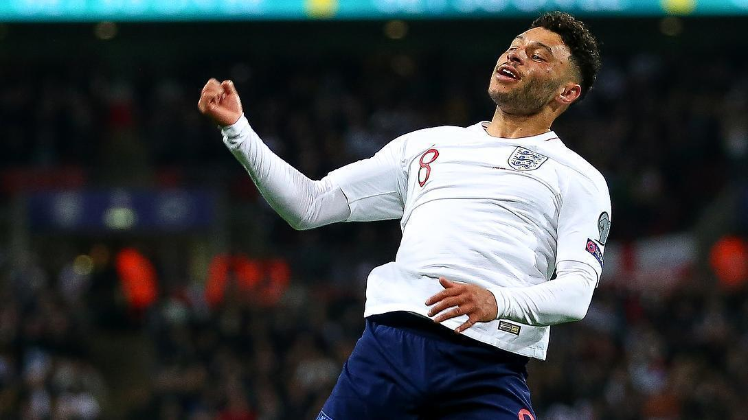 Oxlade-Chamberlain's rocket puts England in front
