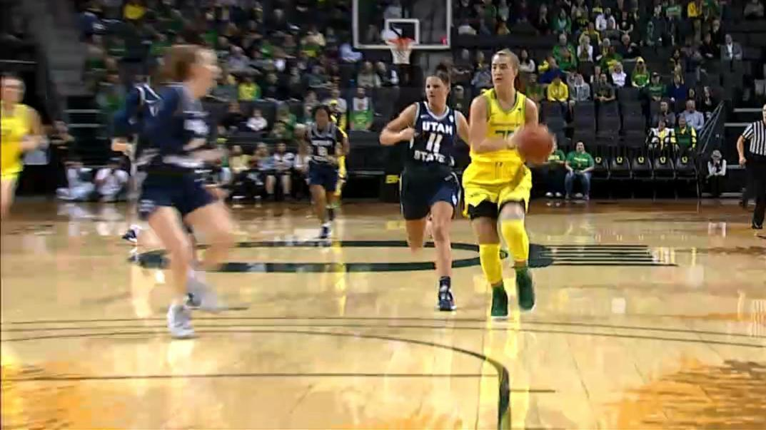 Ionescu drops dimes on back-to-back possessions