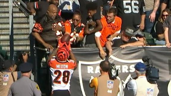 Mixon scores 1st TD of season, gives ball to mom in Black Hole