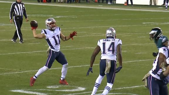 Edelman throws TD pass to Dorsett off trick play