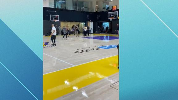 Chappelle works on his step-back at Lakers practice